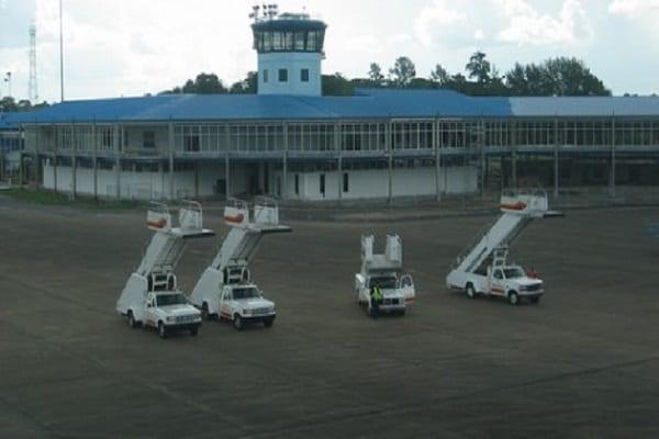 suriname, johan adolf pengel luchthaven, zanderij, paramaribo