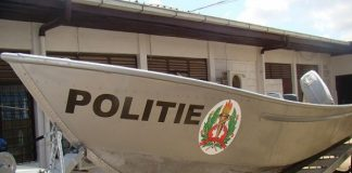 politie boot, suriname
