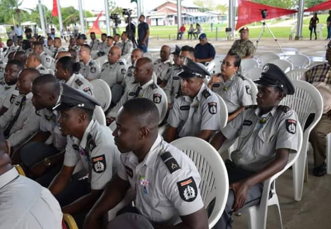 Leden Surinaamse politie 8 mei 2019