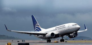 copa airlines. boeing 737-700